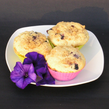 Muffins with Blueberries and Peaches1