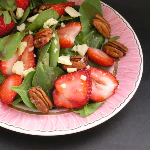 Spinach Strawberry Salad with Pecans2